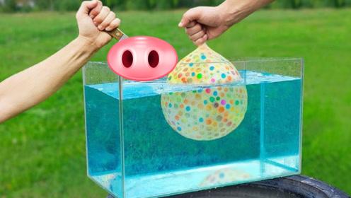 1000个水宝宝气球在水中被刺破,场面会如何?感觉有点火爆呀