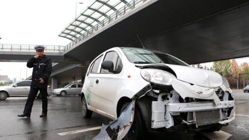汽车被撞,是先报警还是先找保险?保险公司:顺序搞错了一分不赔