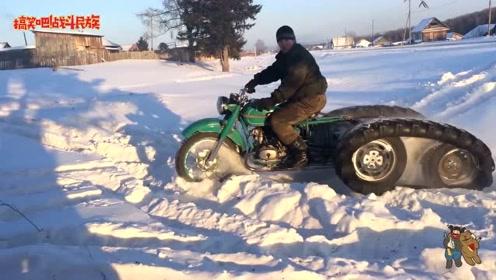 """大雪下了一尺厚!看战斗民族小哥骑""""雪地摩托""""兜风太飒了"""