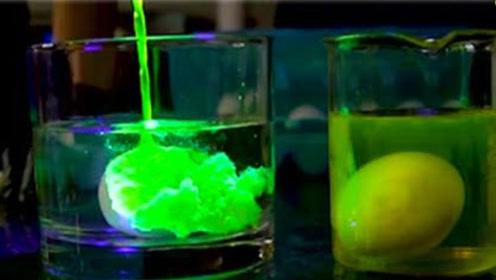 用荧光粉液腌制鸡蛋,鸡蛋会变成荧光蛋吗?老外亲自实验