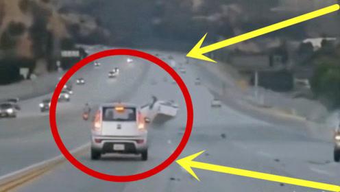 高速轿车一头撞向护栏,家人查看监控发现真相,不能忍!