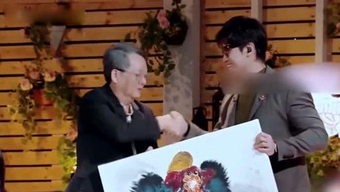 陈乔恩带艾伦见家长,送给陈爸一副醒狮画,真是羡慕了!