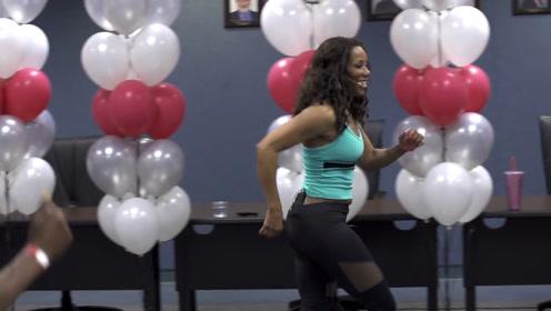 老婆打破吉尼斯纪录,成为最年长的健身教练,65岁依然活力满满
