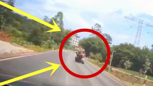 摩托车平路压弯,技艺不精悲惨翻车,不料更惨的还在后面!