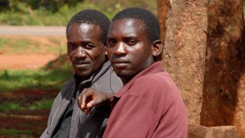 非洲人不只是牙白还有一处也很白,是不是很想看看,不要太惊讶哦