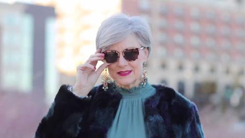 60岁女性穿衣搭配 时尚博主的绝妙着装建议