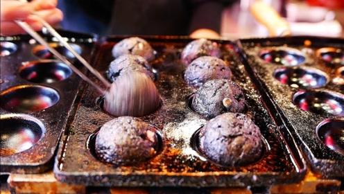 """日本街头""""特制""""章鱼烧,黑的像煤炭球一样,看完成品你敢吃吗?"""