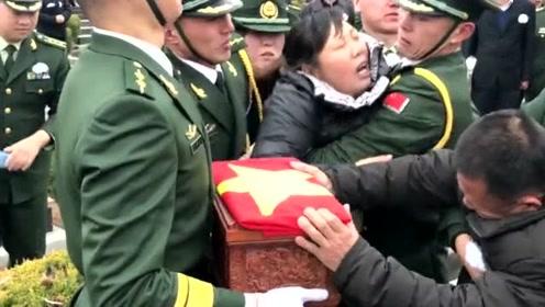 当看到盒子的瞬间,母亲那省撕心裂肺让人心碎,祖国英雄一路走好!