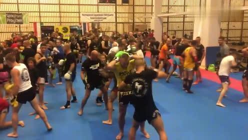 腰腹抗击打训练!泰拳爱好者的必练项目