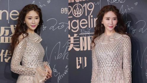 林志玲 2019cosmo时尚盛典红毯现场,穿裸色长裙聚焦全场!