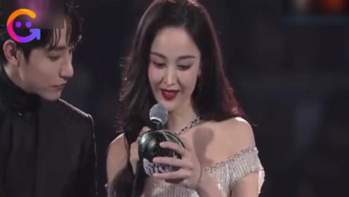 娜扎韩国颁奖英语发音成亮点!网友听完感慨,美女果然开口跪