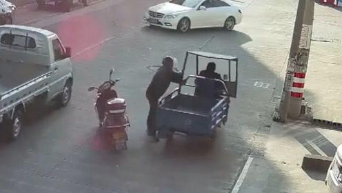 3根肋骨遭撞断肇事主扭头就跑!大爷忍痛骑车狂追6公里讨说法