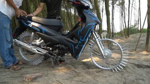 将摩托车轮胎上安装100根钢钉,还能上路行驶吗?老外尝试后慌了