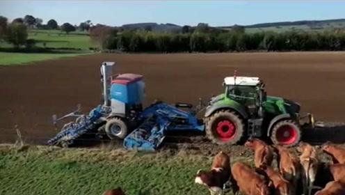 美国农民播种小麦,科技就是生产力