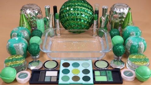 用绿色化妆品、闪粉亮片给透泰染色,无硼砂,得到超好玩的泥巴