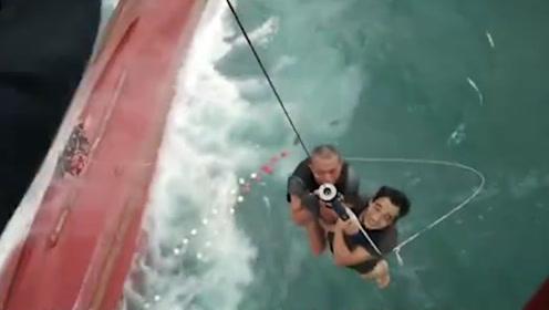 福建一渔船在厦门海域遇险翻沉:17名船员遇险 13人获救4人失联