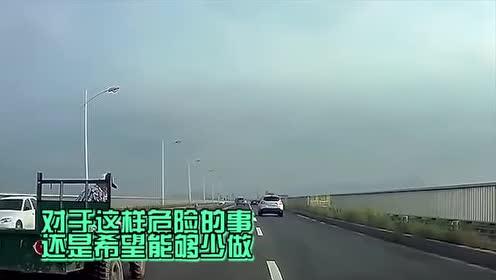 三轮车大爷也太嚣张了!这拖拉机都能上高架大桥了!