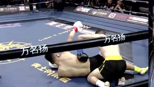 被揍的满脸血的19岁中国小将,清理完伤口,一脚踢废对手
