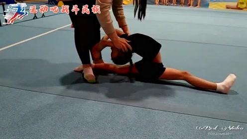 """""""一字马""""下腰拉伸!怪不得学体操的孩子天天喊疼"""