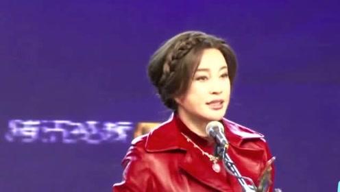 刘晓庆片场素颜照流出,脸色蜡黄老态尽显,自称是在演戏