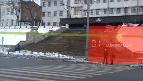"""乌克兰街头概念红绿灯,自动形成一面""""墙"""",闯红灯很容易被发现!"""