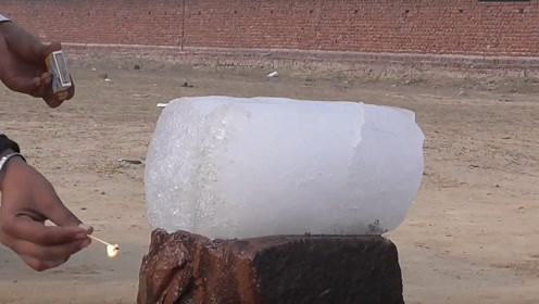 把汽油浇在冰块上,用火点燃会怎样?场面太壮观了!