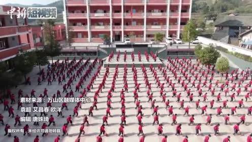 贵州乡村小学自创篮球课间操小学生酷炫玩转篮球