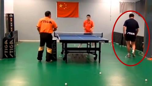 """刘国梁训练马龙,一旁""""捡球小童""""亮了,老外内心是崩溃的"""