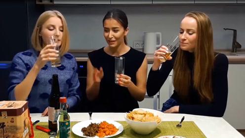 俄罗斯姑娘来中国留学,喝了中国啤酒后太激动:这是怎么做到的?