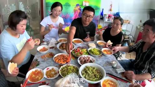 一顿家庭聚餐少不了海鲜,大梅赶海走进扇贝基地,午餐有谱啦!