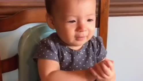 小宝宝刚学会了新技能!没想到就是奶奶教的鼓掌!太聪明了