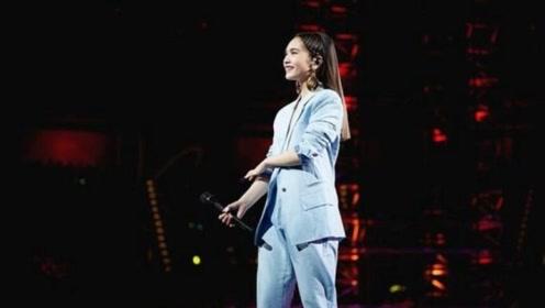 杨丞琳演唱会肩带突然断掉:还好没让我的右半球见客