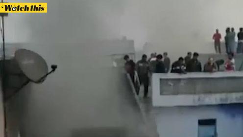 突发!印度新德里一家工厂凌晨突发大火 至少已导致35人死亡
