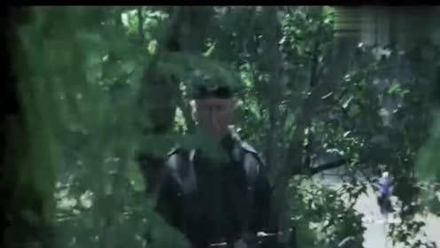 第一滴血:兰博把自己的爱人安葬后!拿起了弓箭要去为她报仇了