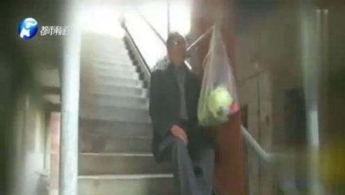大爷发明爬楼神器,再也不怕上楼梯了,一套才300元!