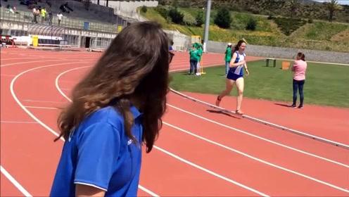 国外中学的校运会,初中女生800米跑