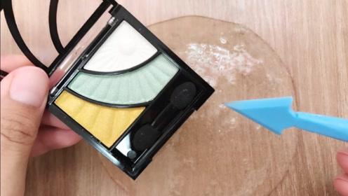 眼影、口红、水晶泥,三种不同材料混合,猜猜史莱姆会变什么样?