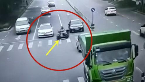 任性闯红灯这就是代价,不要命的电动车!要不是监控拍下谁信