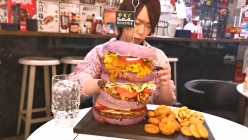 日本大胃王小哥,今日挑战4公斤大汉堡,你猜他能吃完吗