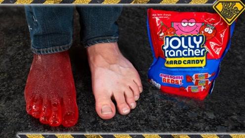 小哥用糖水制作脚模,看到成品后,被惊艳到了!