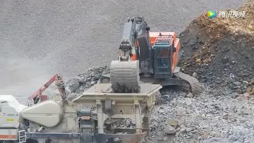 还有什么比装载机更累的!挖机就掰掰手就好了