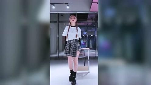 参演Queendom的JINA甜美开跳,原版呈现元气校园女团舞