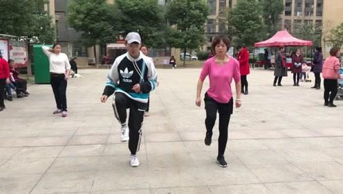 超火鬼步舞基础步《奔跑》,节奏动感时尚,每天跳每天瘦