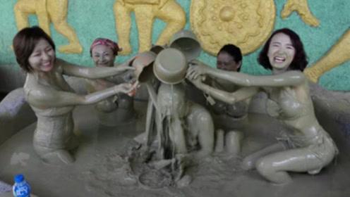 """越南最""""奇葩""""的浴池,不仅肮脏还男女混浴,网友:看完好尴尬!"""