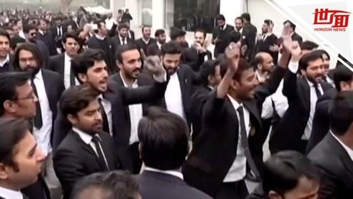 200名律师西装革履打砸医院 连累3名病人无人救治身亡