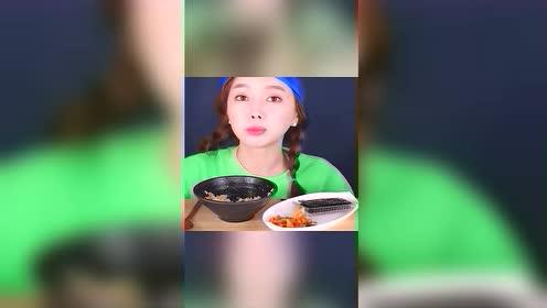 猎奇吃播:韩国姐姐,吃米饭泡菜,泡菜咯嘣脆