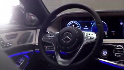 300万的2020款奔驰迈巴赫S650,打开车门亮起氛围灯就是这么惊艳