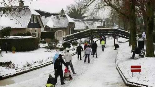 世上最悠闲的小镇,700多年从不修公路,人们出行只能靠这个!