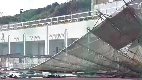 日本静冈百米长脚手架被强风刮倒 8人受伤包括2名幼儿