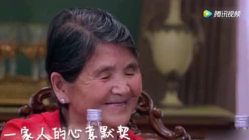 黄圣依跟婆婆一起吃饭竟单手跟婆婆敬酒!网友表示:没礼貌